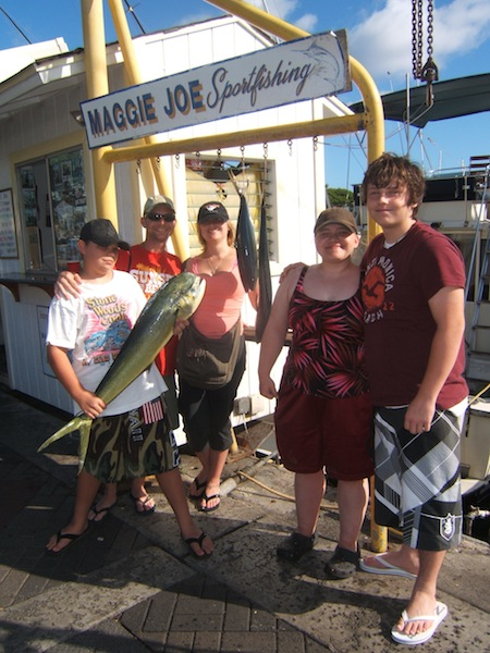 maggie-joe-2-mahi-anglers-brandon-and-taylor-with-family-shawn-tammy-and-erin-1