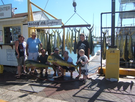 maggie-joe-32-mahi-with-anglers-roger-and-evelyn-and-shannon-and-jason-and-their-boys-branden-tyler-and-riley-with-mate-mark