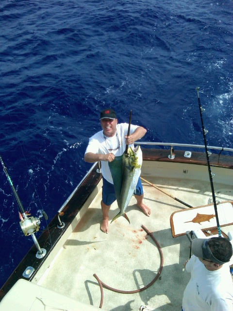 Barry scores again maggie joe sport fishing oahu deep for Deep sea fishing oahu
