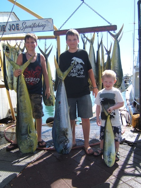 maggie-joe-32-mahi-anglers-branden-tyler-and-riley