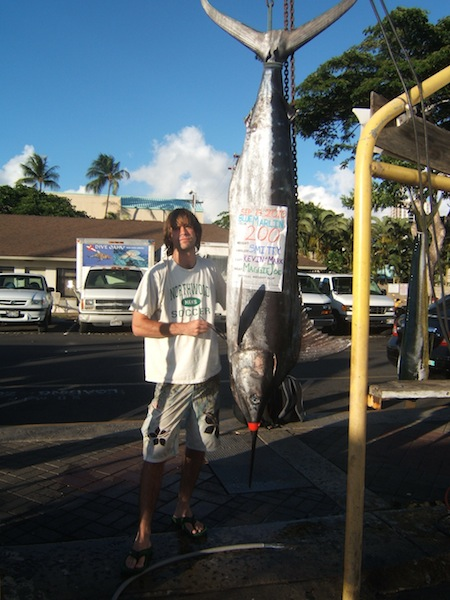maggie-joe-angler-smitty-with-his-200lb-blue-marlin-11