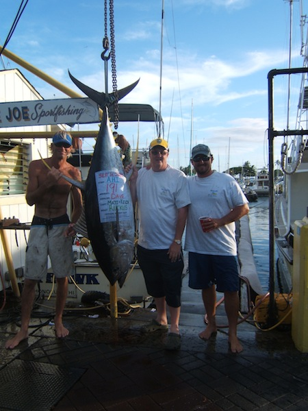 ruckus-191-lb-ahi-angler-dave-with-capt-matt-and-mate-kevin-took-1st-place-in-hawaii-yacht-club-tournament
