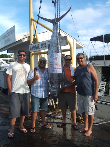 sea-hawk-1395-lb-blue-marlin-angler-randy-and-friends-william-henry-and-benito-entered-in-hawaii-yacht-club-tournament