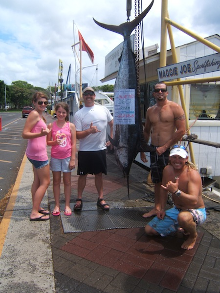 sea-hawk-160-lbs-blue-marlin-angler-ryan-and-2-daughters-capt-scotty-and-randall
