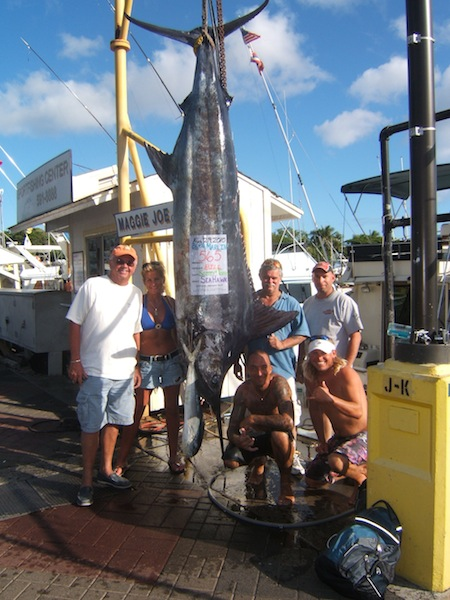 sea-hawk-565-blue-marlin-angler-bill-and-friend-alan-and-mahi-angler-tracey-and-husband-montey-with-capt-scotty-and-mate-tony